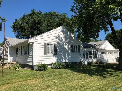 Maumee Single Family Home For Sale: 689 Midfield Drive