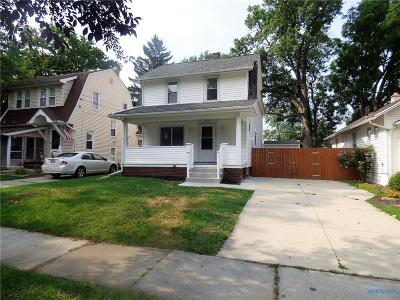 Toledo Single Family Home For Sale: 2556 Pershing Drive