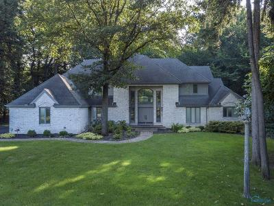 Ottawa Hills, Monclova, Oregon, Rossford, Swanton, Berkey, Metamora, Lyons, Whitehouse, Waterville Single Family Home For Sale: 4500 Woodhill Road