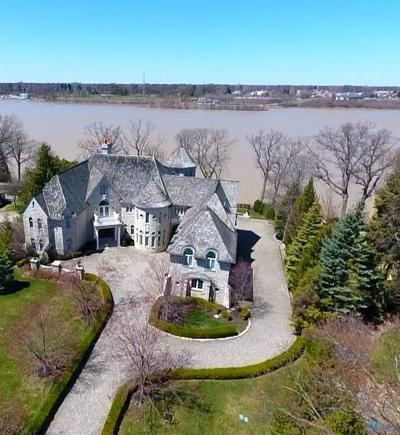 Ottawa Hills, Monclova, Oregon, Rossford, Swanton, Berkey, Metamora, Lyons, Whitehouse, Waterville Single Family Home For Sale: 372 Riverside Drive
