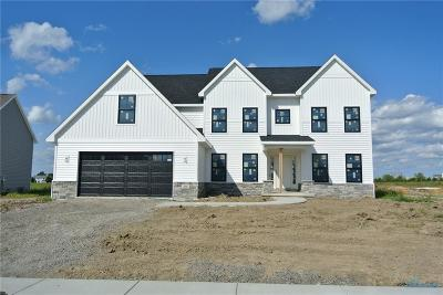 Perrysburg Single Family Home For Sale: 301 Cornerstone Ct