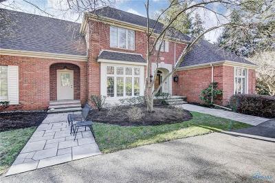 Ottawa Hills, Monclova, Oregon, Rossford, Swanton, Berkey, Metamora, Lyons, Whitehouse, Waterville Single Family Home For Sale: 4315 Forestview Drive