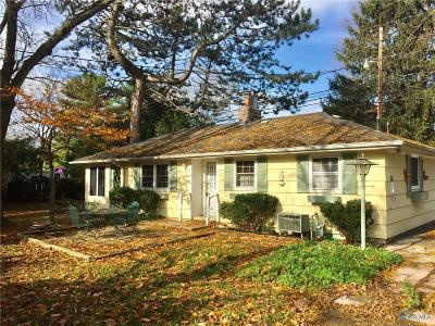 Perrysburg Single Family Home For Sale: 620 Cherry Street
