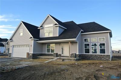 Perrysburg Single Family Home For Sale: 305 Cornerstone Ct