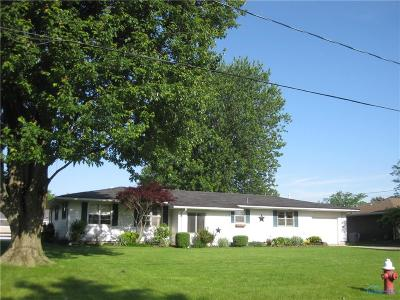 Single Family Home For Sale: 221 Harvest Lane