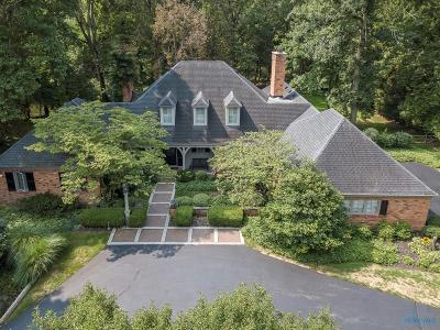 Ottawa Hills, Monclova, Oregon, Rossford, Swanton, Berkey, Metamora, Lyons, Whitehouse, Waterville Single Family Home For Sale: 2380 Brookview Drive