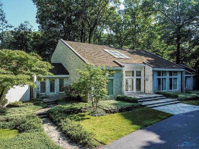 Ottawa Hills, Monclova, Oregon, Rossford, Swanton, Berkey, Metamora, Lyons, Whitehouse, Waterville Single Family Home For Sale: 4560 Forestview Drive