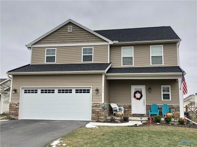 Perrysburg Single Family Home For Sale: 690 Little Creek Drive