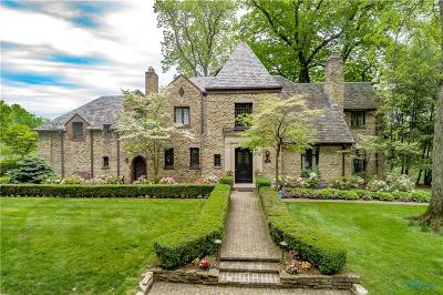 Ottawa Hills, Monclova, Oregon, Rossford, Swanton, Berkey, Metamora, Lyons, Whitehouse, Waterville Single Family Home For Sale: 3532 Ridgewood Road