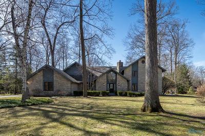 Ottawa Hills, Monclova, Oregon, Rossford, Swanton, Berkey, Metamora, Lyons, Whitehouse, Waterville Single Family Home For Sale: 4569 Forestview Drive