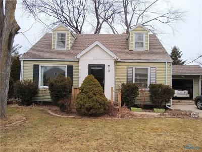 Perrysburg Single Family Home Contingent: 12 Carolina Drive