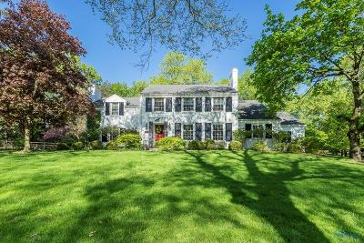 Ottawa Hills, Monclova, Oregon, Rossford, Swanton, Berkey, Metamora, Lyons, Whitehouse, Waterville Single Family Home For Sale: 2551 Edgehill Road