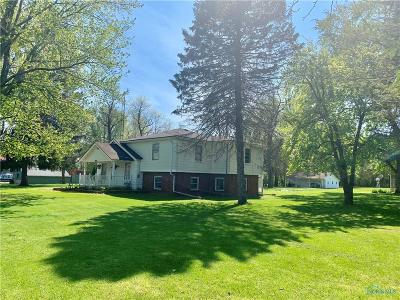 Ottawa Hills, Monclova, Oregon, Rossford, Swanton, Berkey, Metamora, Lyons, Whitehouse, Waterville Single Family Home For Auction: 3812 Weckerly Road
