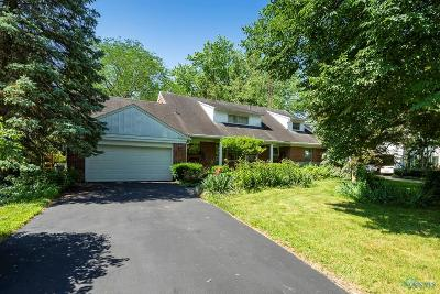 Ottawa Hills, Monclova, Oregon, Rossford, Swanton, Berkey, Metamora, Lyons, Whitehouse, Waterville Single Family Home For Sale: 4121 Halifax Road