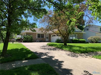 Perrysburg Single Family Home For Sale: 105 Birchcrest Drive