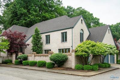 Ottawa Hills, Monclova, Oregon, Rossford, Swanton, Berkey, Metamora, Lyons, Whitehouse, Waterville Single Family Home For Sale: 16 Exmoor