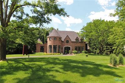 Ottawa Hills, Monclova, Oregon, Rossford, Swanton, Berkey, Metamora, Lyons, Whitehouse, Waterville Single Family Home For Sale: 2571 Olde Brookside Road