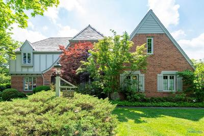 Ottawa Hills, Monclova, Oregon, Rossford, Swanton, Berkey, Metamora, Lyons, Whitehouse, Waterville Single Family Home For Sale: 2541 Challedon Court