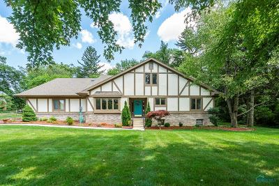 Ottawa Hills, Monclova, Oregon, Rossford, Swanton, Berkey, Metamora, Lyons, Whitehouse, Waterville Single Family Home For Sale: 3056 Valley View Drive