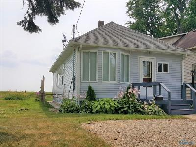 Toledo Single Family Home For Sale: 5512 Edgewater Drive
