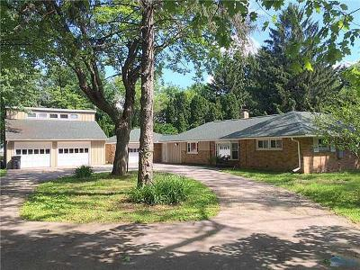 Toledo Single Family Home For Sale: 1845 Green Valley Drive