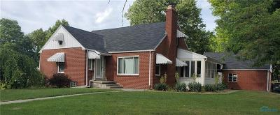 Perrysburg Single Family Home For Sale: 391 Perry Drive