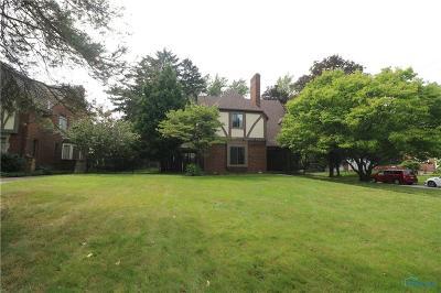 Toledo Single Family Home For Sale: 2673 Meadowwood Drive