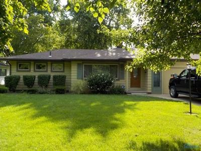 Perrysburg Single Family Home For Sale: 1048 Hickory Street