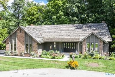 Perrysburg Single Family Home For Sale: 29780 Waterbury Circle