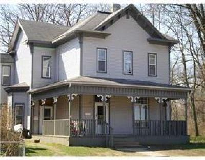 Springfield Multi Family Home For Sale: 325 W Pleasant Street