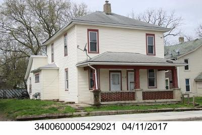 Springfield Multi Family Home For Sale: 17 N Shaffer