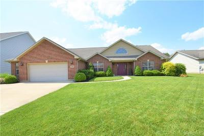 Fairborn Single Family Home For Sale: 7886 Court Ridge