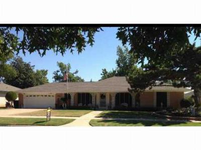 Single Family Home Sold: 8504 S Hillcrest Ter