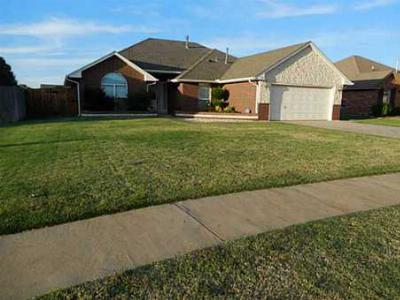 Mustang OK Single Family Home Sold: $154,900