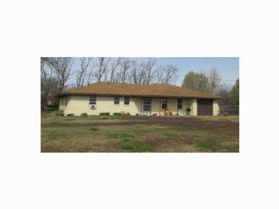 Harrah Single Family Home For Sale