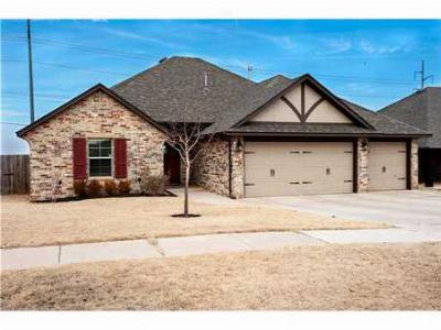 Edmond OK Single Family Home Under Contract: $229,000