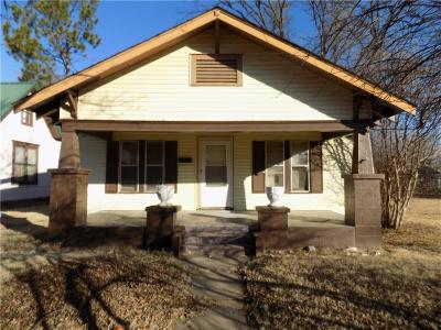 Single Family Home For Sale: 207 W Kentucky