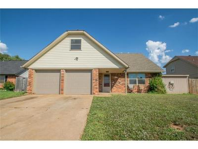 Moore Single Family Home For Sale: 612 S Avery