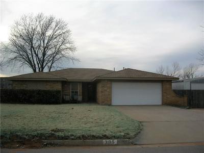 Elk City Single Family Home For Sale: 305 Sondra Drive