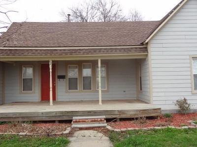 Cordell Single Family Home For Sale: 621 E Caddo