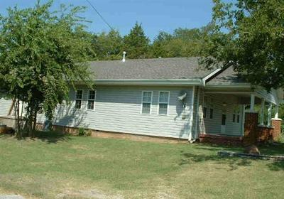 Tecumseh Single Family Home For Sale: 528 S Broadway