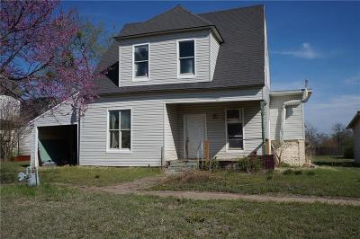 Stroud Single Family Home For Sale: 107 W 5th