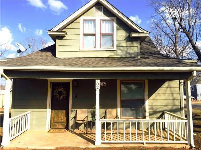 Blanchard Single Family Home For Sale: 402 N Jackson Avenue