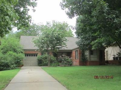 Nichols Hills Single Family Home For Sale: 1105 Glenwood