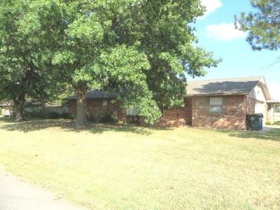 Chickasha Single Family Home For Sale: 2227 S 14th Street