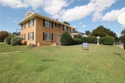 Shawnee Single Family Home For Sale: 1002 Jefferson Place