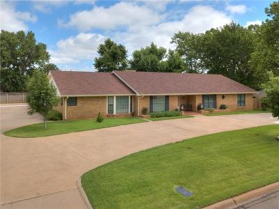 Elk City Single Family Home For Sale: 1303 Walters Way