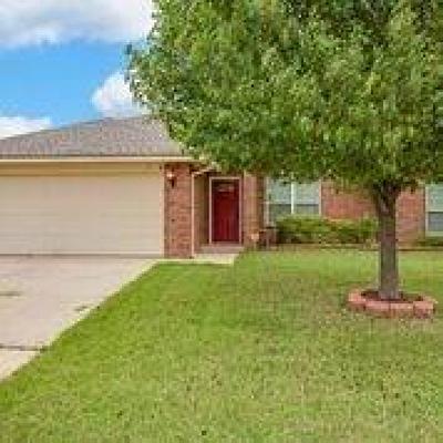 Oklahoma County Single Family Home For Sale: 8000 Azurewood Drive