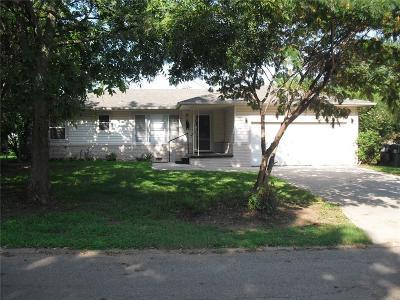 Tecumseh Single Family Home For Sale: 712 Kimberly