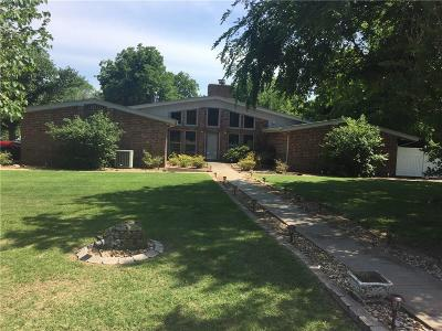 Stroud Single Family Home For Sale: 520 Timberlane